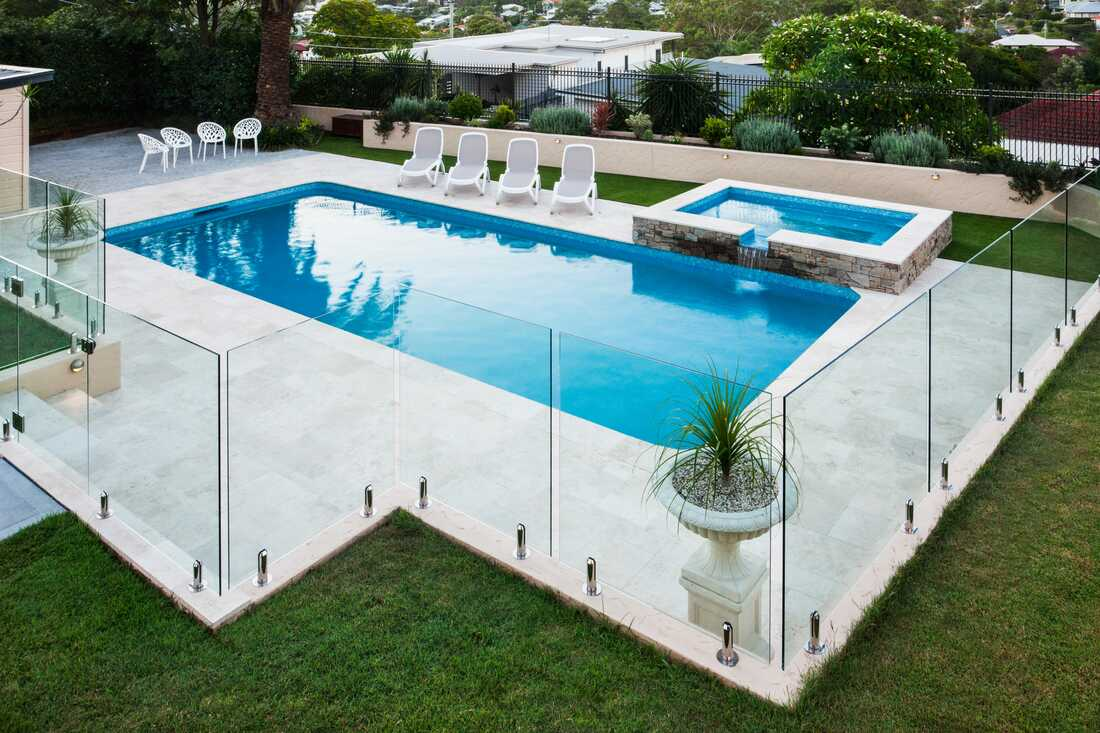 Frameless glass pool fencing with feet. I like the columns ...